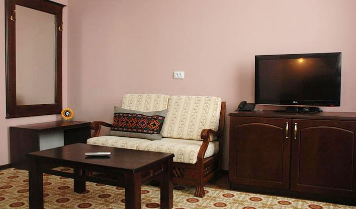 Chambre double Hôtel Jipek Joli Noukous 11