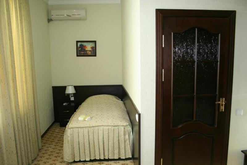 Chambre indiveduelle Hôtel Rahnamo Noukous