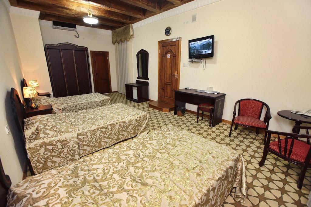 Chambre triple Hôtel Devon Begi Boukhara 13
