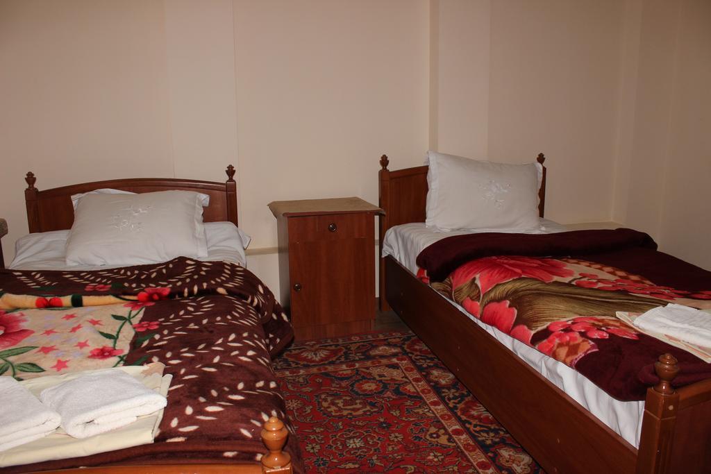 Chambre twin Hôtel Nazira&Azizbek Boukhara 7