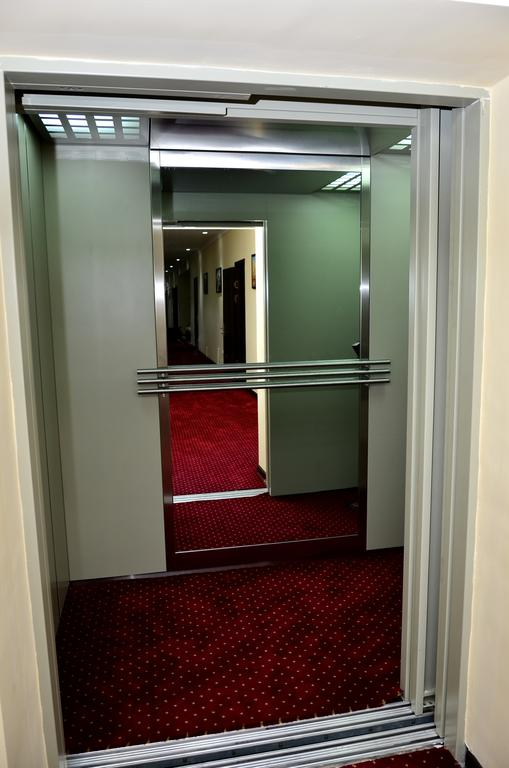 L'ascenseur Hôtel Diyora Samarkand