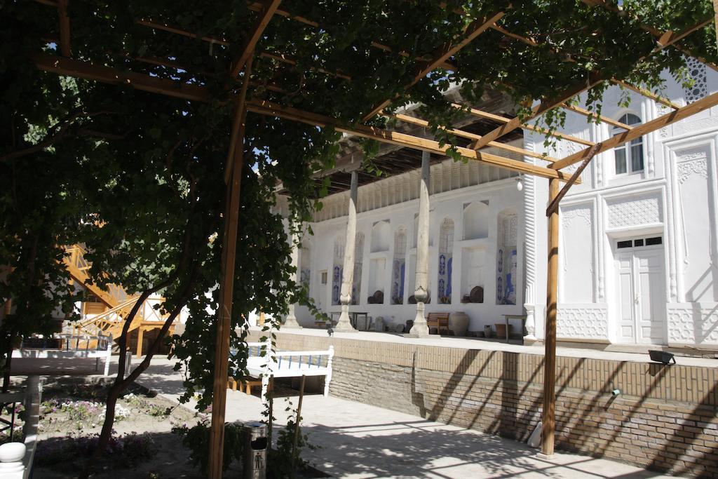 La cour Hôtel Hovly Poyon Boukhara