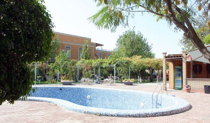 Piscine ouverte Hôtel Asia Boukhara