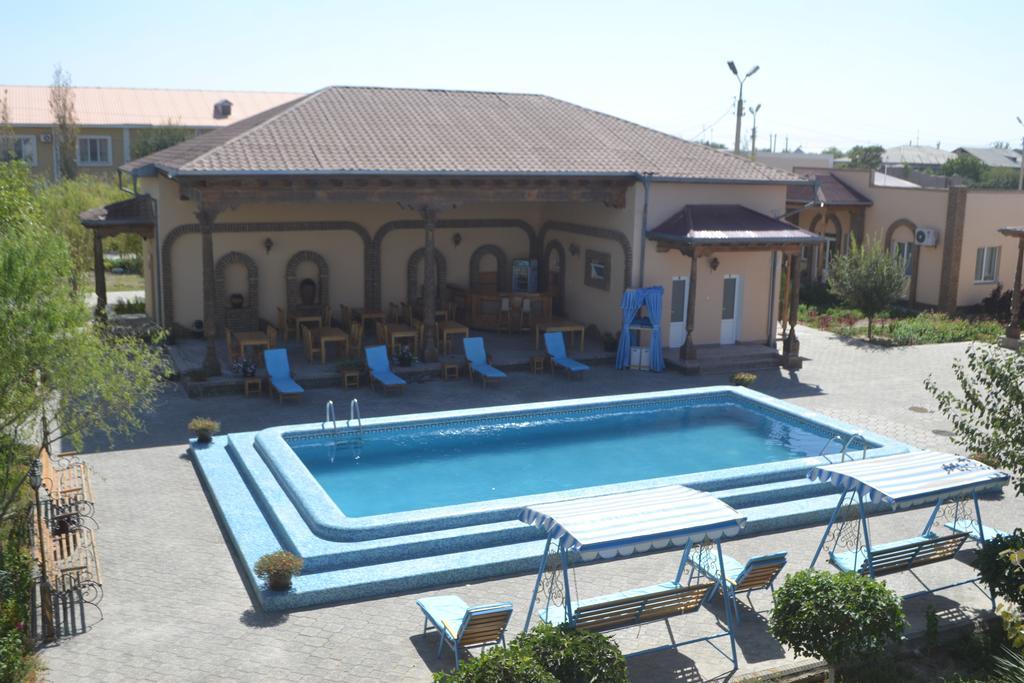 Piscine ouverte Hôtel Asia Khiva 15