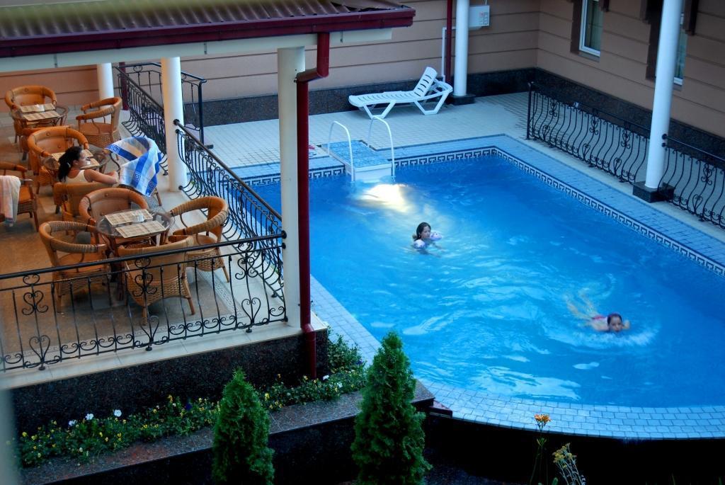 Piscine ouverte Hôtel Bek Tachkent 21