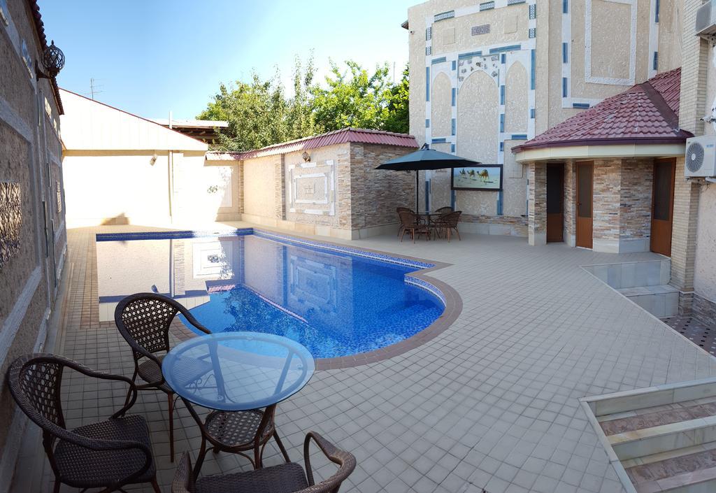Piscine ouverte Hôtel Emirkhan Samarkand 24