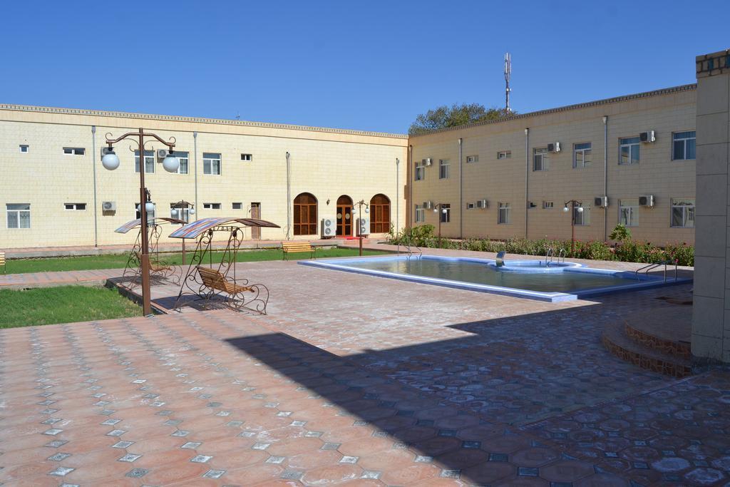 Piscine ouverte Hôtel Kibla Tozabog Khiva 17