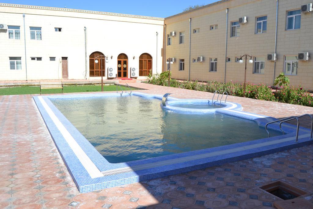 Piscine ouverte Hôtel Kibla Tozabog Khiva