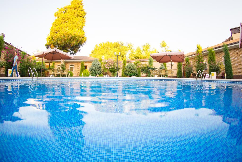 piscine ouverte Hôtel Shark Tachkent 13