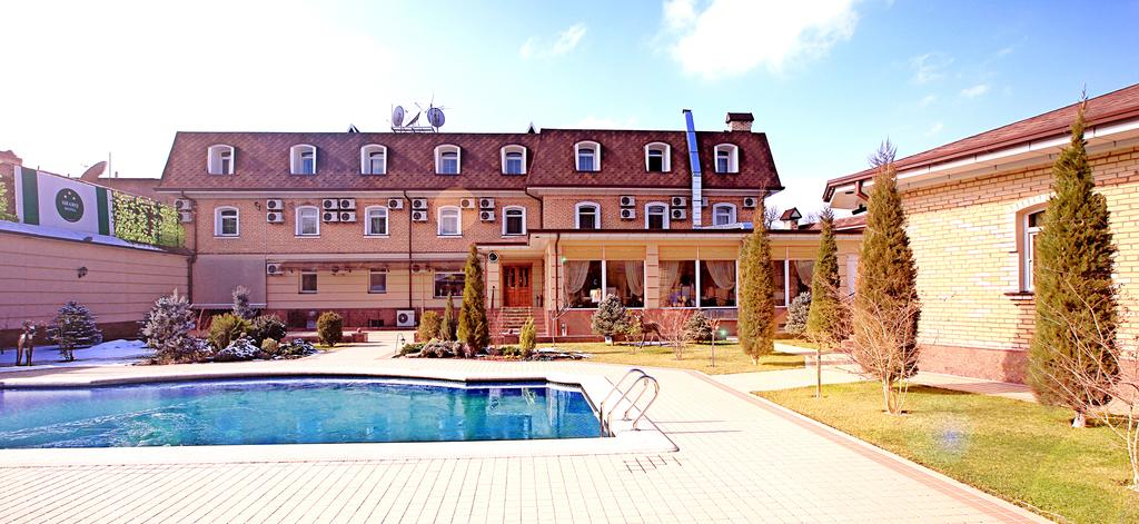piscine ouverte Hôtel Shark Tachkent