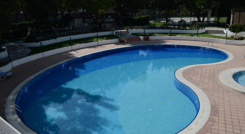 Piscine ouverte Hôtel Wyndham Tachkent