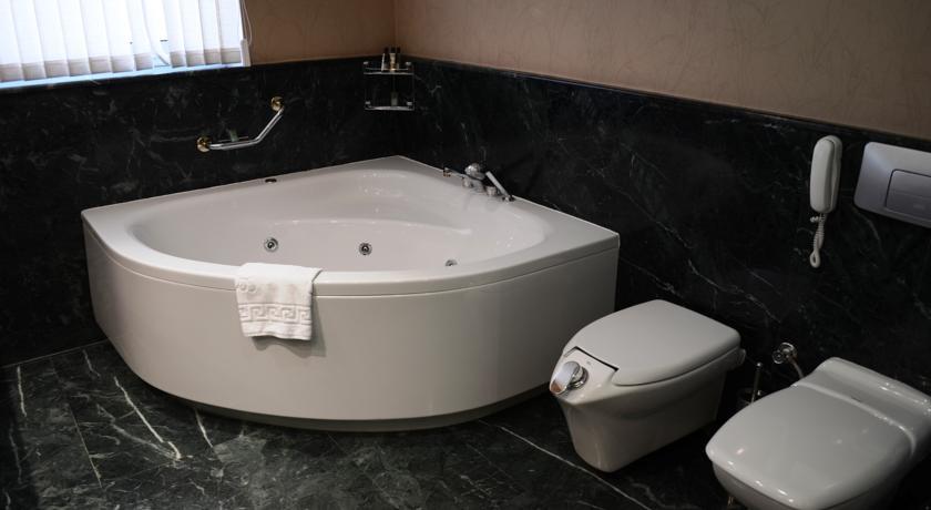 salle de bain Hôtel Wyndham Tachkent 21